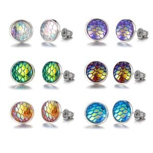 Jewelry - 🧜🏼♀️ Iridescent mermaid scale earrings (pearl)